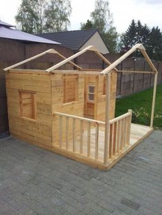 Building your little one a playhouse in the backyard will surely make them happy. There are a few things you should know before you build a playhouse for kids. Pallet Playhouse, Backyard Playhouse, Build A Playhouse, Wooden Playhouse, Backyard Playground, Backyard For Kids, Kids Playhouse Plans, Little Girls Playhouse, Cubby Houses
