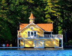 Lake House, Muskoka, Ontario, Canada  photo via besttravelphotos