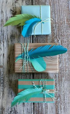5 Fun DIY Gift Wrapping Ideas - With the most beautiful colors you can easily make paper feathers yourself. Nice for decorating a g - Creative Gift Wrapping, Creative Gifts, Wrapping Gifts, Brown Paper Wrapping, Diy Paper, Paper Crafting, Paper Ribbon, Craft Gifts, Diy Gifts