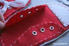 Pops and Podge: Quiet Book Page 3--Tie the Laces!...pattern