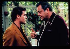 """Ray Liotta y Paul Sorvino en """"Uno de los Nuestros"""" (Goodfellas), 1990 Goodfellas Quotes, Goodfellas Movie, Ray Liotta, Paul Sorvino, Hollywood Theater, Mafia Crime, 1990s Films, Gangster Movies, Pulp"""