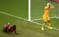 US goalkeeper Tim Howard (R) reacts after Portugal's forward Silvestre Varela (L) scored during a Group G football match between USA and Portugal at the Amazonia Arena in Manaus during the 2014 FIFA World Cup on June 22, 2014.