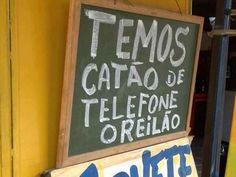 Usa um e liga pro professor de português.