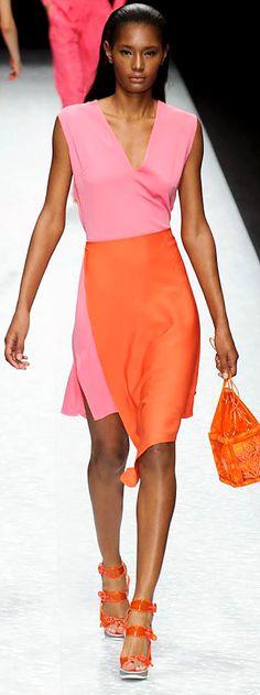 Shiatzy Chen - Paris Fashion Week - Spring 2015 | justjune Pink Fashion, Paris Fashion, Pink Dresses, Second Skin, Spring 2015, Designer Collection, Chen, Fashion Forward, Work Wear