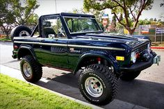 Google Image Result for http://retropopplanet.files.wordpress.com/2010/11/1975-ford-bronco.jpg