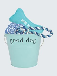The perfect gift for the dog that chases everything. This Harry Barker Gift Bucket includes three tennis balls, one canvas bone dog toy, and one cotton rope tug and toss toy.