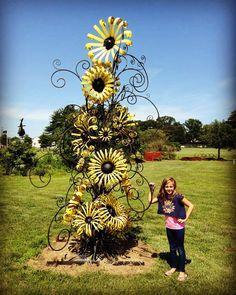 Graydie Welding Tin Can Flowers, Metal Flowers, Metal Sculpture Artists, Recycled Metal Art, Metal Yard Art, Rusty Metal, Welding Art, Metal Work, Craft Work