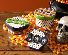 """Give the perfect """"Trick or Treat"""" with these spooktacular treat boxes."""