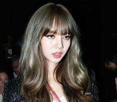 Blackpink Lisa, Kpop Girl Groups, Kpop Girls, Korean Bangs Hairstyle, Blackpink Photos, Blackpink Fashion, Hollywood Star, Aesthetic Girl, K Idols