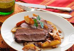 Weihnachtlicher Rindsbraten » Kochrezepte von Kochen & Küche Beef Recipes, Cooking Recipes, Kitchen Recipes, Kitchen Images, Steak, Christmas Cooking, Food, Pink, Roast Beef
