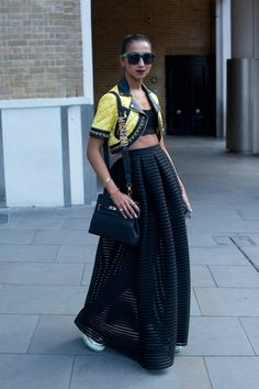 This skirt is so fancy, with the blak crop-top! Londen Fashion Week 16