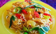 Caribbean Woknoedel (woknoedel met Caribbische geroosterde vlees en pine apple)