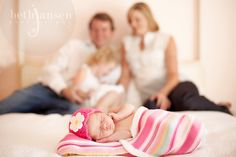 newborn and family ideas - love the soft tone color, veeery lovely Newborn Pics, Newborn Pictures, Baby Pictures, Baby Photos, Memories Photography, Love Photography, Maternity Photography, Children Photography, Picture Ideas