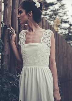 #Gorgeous French wedding dress. (Laure de Sagazan)  #Fashion #New #Nice #SparkleDress #2dayslook  www.2dayslook.com