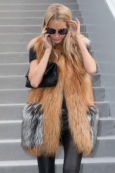 Poppy Delevingne Photo - Louis Vuitton: Outside Arrivals - Paris Fashion Week