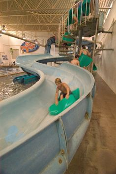 Evans Plunge - This Hot Springs, South Dakota attraction uses spring-fed water from hot springs. 4 slides, 2 kid pools, indoors and outdoors.