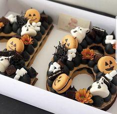 from { { FeedTitle} }{ { EntryUrl} } Halloween Desserts, Halloween Cupcakes, Bolo Halloween, Halloween Letters, Halloween Punch, Halloween Birthday, Halloween Treats, Kawaii Halloween, Macaron Cookies