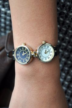 ✈️Female pilots and flight attendants ✈️really need a watch like this. ✈️✈️Most of the two time zone watches are big mens watches. Perfect aviator watch for a girl.