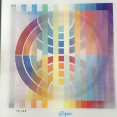 YAACOV AGAM Agamograph Magnifique œuvre en 3D de Yaacov Agam. Une oeuvre qui vit avec 3 motifs différents selon l'angle de vision. Lithographie / plexiglass Signée et numérotée par l'artiste sur 25 exemplaires seulement. Très rare signature Étoile de David et très recherchée épreuve d'artiste (AP) Parfait état. 37 x 37 cm