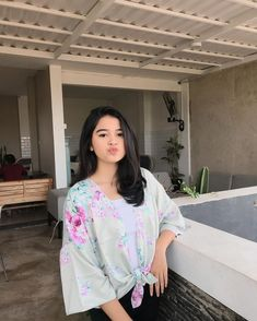 Gambar mungkin berisi: satu orang atau lebih dan dalam ruangan Filipina Beauty, Ulzzang Girl, Photo Poses, Aesthetic Clothes, Saree, Lady, Hair Styles, Pretty, People