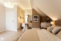 SYPIALNIA W DOMU POD WARSZAWĄ - Duża sypialnia małżeńska na poddaszu, styl glamour - zdjęcie od MARTA PERSKA studio projektowania wnętrz - homebook