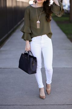 Caralina Style: Tiered Bell Sleeve Top and Petite-Friendly White Jeans Jeans Outfit For Work, White Jeans Outfit, Classy Work Outfits, Business Casual Outfits, Cute Casual Outfits, Casual Chic, Stylish Outfits, Classy Jeans Outfit, White Pants