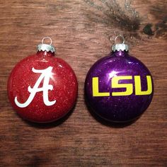 Show your school spirit with collegiate glitter ornaments this holiday season! Glitter Ornaments, Diy Christmas Ornaments, Diy Christmas Gifts, All Things Christmas, Christmas Time, Christmas Bulbs, Christmas Glitter, Merry Christmas, Military Box