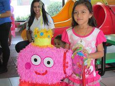 Johary es una dulce niña de 8 años con varios diagnósticos donde el más relevante es Hepatitis Autoinmune, Su deseo era tener una Laptop rosada, su color favorito.
