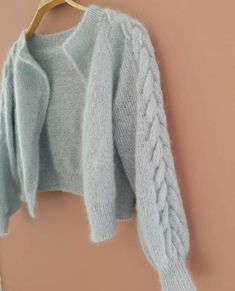 Cute Casual Outfits, Stylish Outfits, Fashion Outfits, Fashion Hacks, Cute Cardigans, Hand Knitted Sweaters, Knit Fashion, Knitting Designs, Pulls
