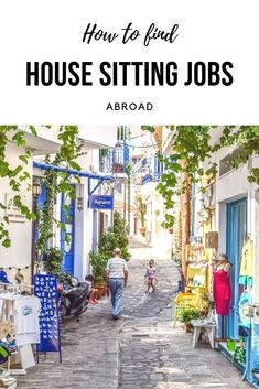 Among nomadic travellers - or location independent workers - private housesitting jobs are gaining in popularity as a form of free accommodation. See in this post how to land your first job as a home sitter. Get the best house sitting tips, how to find ho Packing Tips For Travel, Travel Advice, Budget Travel, Travel Kids, Travelling Tips, Travel Hacks, Solo Travel, Home Sitter, House Sitting Jobs