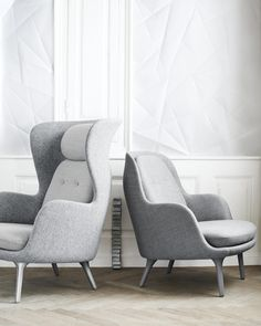 Fall in love with one of Fritz Hansen's many designer lounge chairs. Explore the whole Fritz Hansen lounge chair collection here. Contemporary Furniture, Luxury Furniture, Cool Furniture, Furniture Design, Contemporary Armchair, Danish Furniture, Plywood Furniture, Poltrona Design, Lounge Chair Design