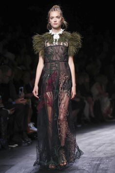 Valentino Ready To Wear Spring Summer 2016 Paris - NOWFASHION