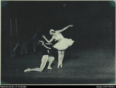 Hall, Hugh P. Anton Dolin as the Prince (kneeling), Irina Baronova as the Queen of the Swans, and artists of the company, in Le lac des cygnes, Covent Garden Russian Ballet, Australian tour, His Majesty's Theatre, Melbourne, 1938 (3) [picture]