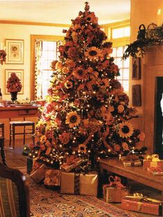Sunflower Christmas Tree Ideas - perfect for decorating all year long! Artificial Tree - Artificial Christmas trees unique decorations and decorating ideas Fall Christmas Tree, Thanksgiving Tree, Christmas Tree Themes, Holiday Tree, Country Christmas, Thanksgiving Decorations, Xmas Tree, Christmas Holidays, Christmas Crafts