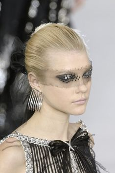 Chanel at Couture Spring 2007 - Details Runway Photos Star Fashion, World Of Fashion, High Fashion, Beauty Photography, Fashion Photography, Jessica Stam, Chanel Couture, Classy And Fabulous, Girl Crushes