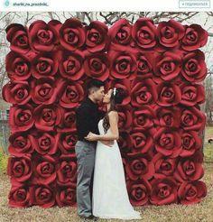 Amei esse painel de rosas! Pode ser feito com papel ou EVA. Imagem retirada do Instagram.