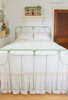 Cozy Little House · Small Space Living & Gardening % Painted Iron Beds, Brass Bed, Brass Headboard, Iron Headboard, Headboards, Deco Retro, Green Bedding, Big Girl Rooms, Beautiful Bedrooms