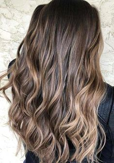 If you are looking for best styles of hair colors then must see here the modern ideas of chocolate brown hair colors with beautiful balayage highlights in year Here you can see the awesome and unique hair colors of balayage highlights with long and Blonde Balayage Highlights, Brown Hair With Blonde Highlights, Brown Hair Balayage, Hair Color Highlights, Hair Colour, Brown Hair Shades, Light Brown Hair, Brown Hair Colors, Wavy Hair