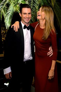 Adam Levine and Behati Prinsloo laughing at him once again haha