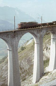 BLS, Luogelkin-Viadukt, Güterzug mit Ae 6/8 der Serie 205-208, Aufnahme 1965 Swiss Railways, Locomotive, Diorama, Landscapes, Architecture, City, Photos, Railroad Photography, Switzerland