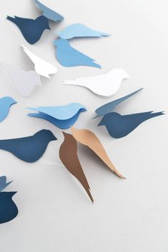DIY Deko-Idee für den Frühling : Vögel aus Papier selber machen – Sinnenrausch - Der kreative DIY Blog für Wohnsinnige und Selbermacher Diy Blog, Ideas Creativas, Diy Papier, Kitten, Paper, Inspiration, Creativity, Crafting, Decorating Ideas