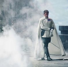 Ben Mendelsohn being super awesome as Orson Krennic in new shot from the Rogue One set (by Giles Keyte) Darth Maul Movie, Star Wars I, Director Krennic, Female Sith, Fandom Games, Mace Windu, Star Wars Characters, Fictional Characters, Sci Fi Novels