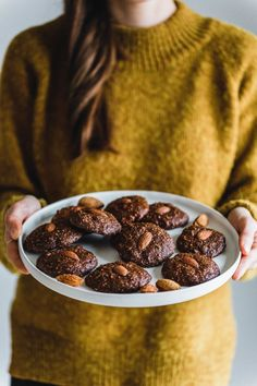 Strazzate - the best almond chocolate biscuit cookies Vegan Food List, Vegan Foods, Healthy Sweets, Healthy Baking, Cheesecake, Eat This, Gateaux Cake, Chocolate Biscuits, Chocolate Chip Recipes