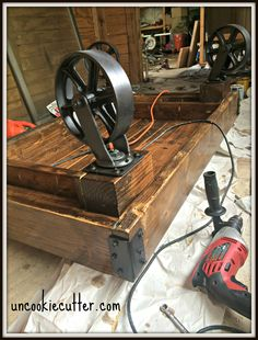 Industrial Coffee Table - A Quick and Easy DIY - Kaffee Tisch / fahrbar - Wood Coffee Table Industrial Interior Design, Vintage Industrial Furniture, Industrial Interiors, Industrial Table, Industrial Lighting, Reclaimed Furniture, Industrial Office, Vintage Lighting, Modern Industrial