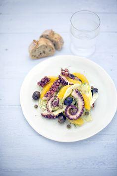Squid Salad, Octopus Recipes, Appetizer Buffet, Carpaccio, Food Cravings, Fish And Seafood, Food Design, Soup And Salad, Mediterranean Recipes