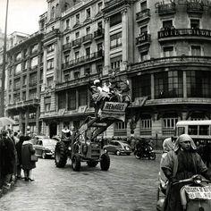 Hace unos años, en 1963, Melchor, Gaspar y Baltasar se pasearon por la Gran Vía de esta original manera al llegar a Madrid