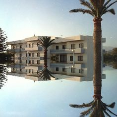 Holiday reflections... . . #art  #artsy  #arty  #artoftheday  #artlife  #artphotography  #huffpostitagram #artes  #olympusnorge #konst  #藝術  #艺术  #アート  #미술  #mextures #mexturesapp #mirrored #building #architecture #travelphotography #olympuscamera #letsgosomewhere #cool #ourmag  #fotografi #fotografia #ifyouleave #broadmag #somewheremagazine #artofvisuals . . @fubiz