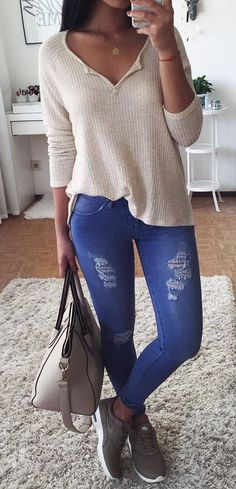 casual inspiration / sweater + rips + bag + sneakers