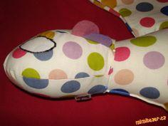 DRAK BEZZUBKA střih návod | Mimibazar.cz Pillows, Bed Pillows, Cushion, Cushions