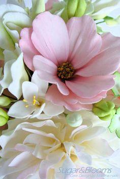 Fondant Flower Cake, Fondant Rose, Fondant Baby, Fondant Cakes, Clay Flowers, Paper Flowers, Sugar Paste Flowers, Flower Words, Fondant Figures Tutorial
